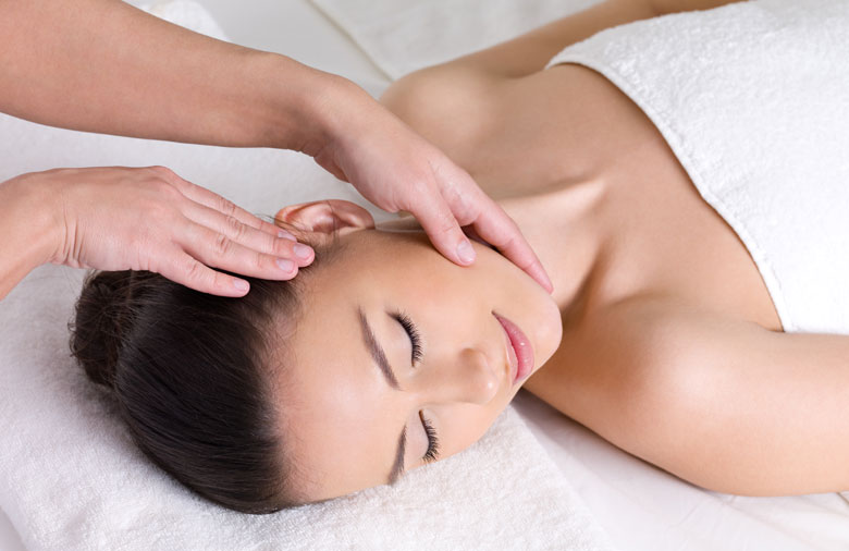 woman-getting-a-japanese-shiatsu-massage